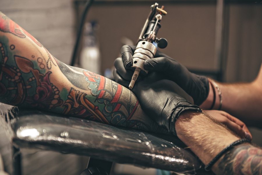 Tätowierungen sind Körperverletzungen - Die Chemie von Tattoos