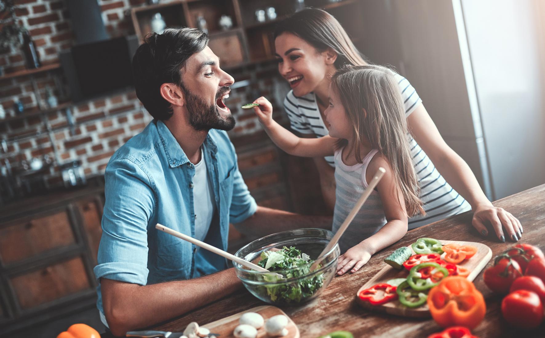 Gesundes Essen iStock 1169135075 - Wie Stress Verdauungsprobleme, Hormonstörungen oder Krebs verursacht